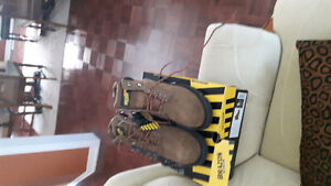 Ladies steel toe safely boots
