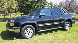 """"""" A MUST SEE""""2005 Chevrolet Avalanche LS Z71 Pickup Truck 4x4"""