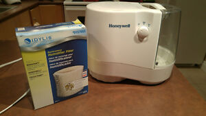 HONEYWELL NATURAL COOL MOISTURE HUMIDIFIER WITH NEW FILTER