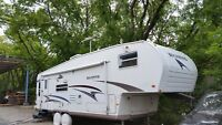 Must see!!  2004 fifth wheel Rockwood by Forest River 33 feet