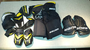 Youth hockey equipment (size M-L)