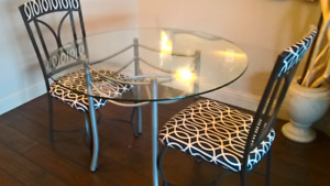 Round glass dinette/2 chairs
