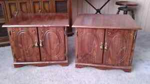 2 matching endtables and coffee table