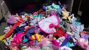 A huge amount of barbie Clothing !!