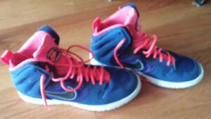 NIKE shoes in a new condition size 11