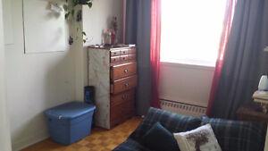 Room for rent Westmount NDG Vendome Metro 570