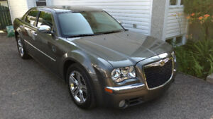 CHRYSLER 300C 5.7 - 2010-EXTREMELY CLEAN - VERY LOW KILOMETERS