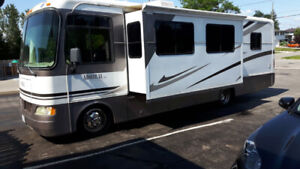 A Class Motorhome 30 foot Gas Engine Workhorse Chasis