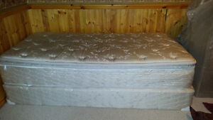 Single pillow top bed