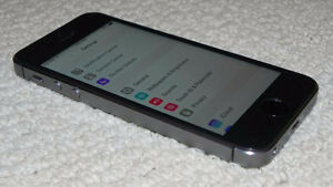 IPHONE 5s, unlocked 64GB space gray like new