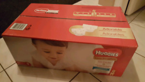 BRAND NEW UNOPEN BOX OF 162 HUGGIES LITTLE SNUGGLERS SIZE 3