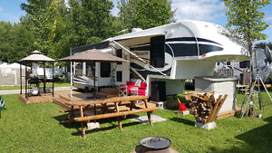 "2007 30E35TS Titanium ""Beauiful Fifth Wheel Trailer"" $28,500.00"