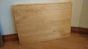 Table murale à abattant. Bois naturel vernis. Ikea Norbo. Impecc