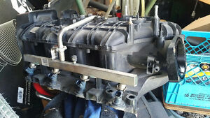 2009 tahoe intake manifold w/ injectors and fuel rail