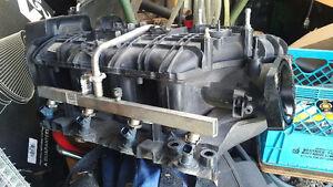 2009 tahoe intake manifold w/ injectors and fuel rail