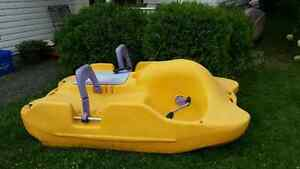GREAT CONDITION PADDLE BOAT
