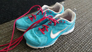 Excellent condition women's NIKE running shoes size US8