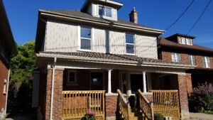 STUNNING WORTLEY VILLAGE 3 BEDROOM