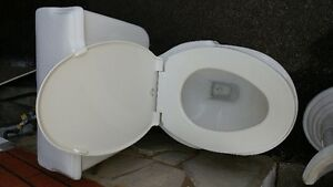 Pedistal sink and matching toilet - Excellent used condition Cambridge Kitchener Area image 2