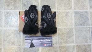 *Brand New* Pair Of Small Manitobah Mukluks Wool Mitts In Black