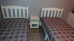 Two twin size beds, only one mattress and two matching blanket s Kitchener / Waterloo Kitchener Area image 2