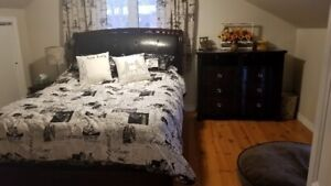 Queen sleigh bed frame and matching media chest. (Espresso)