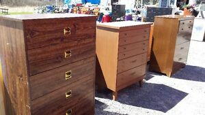 1 WOODEN CHEST OF DRAWERS & 2 DRESSERS