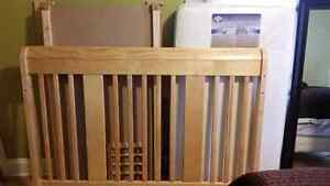Stork Craft Tuscany 4 in 1 crib with Sealy mattress