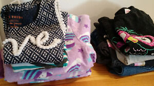 GIRLS TODLER LOT OF CLOTHES SIZE 3 LEVI JEANS TOPS AND P.J'S