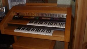 Orgue Lowrey Cotillion D-575 en excellente condition
