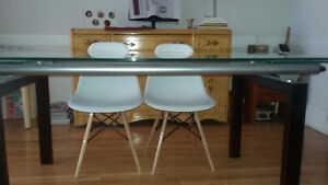 Table (Structube) et 4 chaises inspiration Eiffel blanches