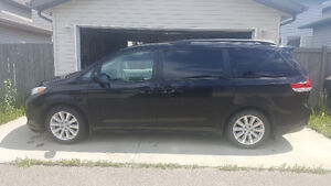 REDUCED 2013 Toyota Sienna XLE, Leather package, Low Kilomtere