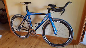 Guru Crono full carbon fibre triathlon bike