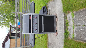 Great condition Coleman Natural Gas BBQ