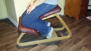 Chaise, siège ergonomique assis genoux