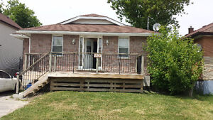 Bright and Clean Large 4 Bedroom 2 Bath Bungalow Avail Dec 1/16
