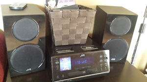 iPods and cds stereo (music player)