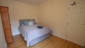LARGE MODERN DOUBLE ROOM WITH ALL BILLS INLCUDED IN POOLE TOWN CENTRE