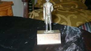 ANTIQUE AMAZING BRONZE ENGRAVED STATUE ABRAHAM LINCOLN Kitchener / Waterloo Kitchener Area image 4