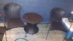 Nice patio chairs and table $150