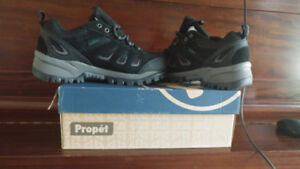 Propet Shoes - Brand new size 9
