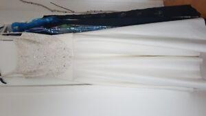 Robe de marié en satin ouverte dans le dos