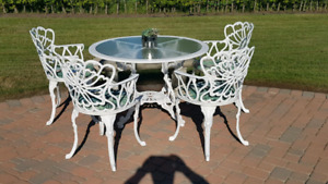 CAST ALUMINUM PATIO TABLE AND CHAIRS
