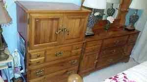 Lovely solid pine 6 piece bedroom set with queen mattress set Peterborough Peterborough Area image 3