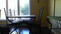 table, chaises et buffet