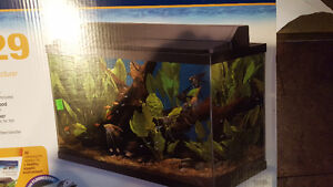 Like new 29 gallon with lid and light fish tank