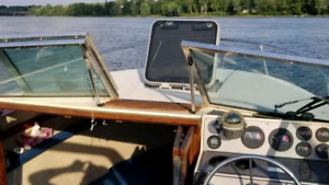 Beautiful Cuddy Cabin Mini-Yacht 22'
