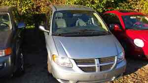 06 dodge caravan only 113km safety and e-test included London Ontario image 2