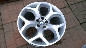 BMW X5 2012 mag rims 20inches