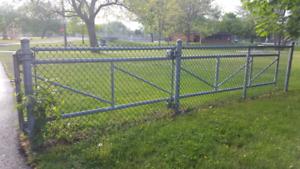 Porte de clôture.